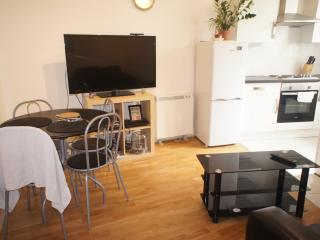 Refurbished 2 bed flat in Spitalfields, Londres