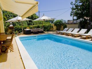 Villa Jasmim - Non Overlooked 4-Bedroom Villa in a Quiet Area Near Vale do Lobo.