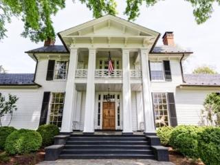 Glenmore Manor House:: Located 15 min east of town, Keswick