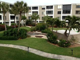 Beautiful beachview condo with amazing sunsets, Sanibel Island