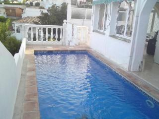3 Bed Villa Beach Front, Pool, Wifi, Fuengirola, Mijas