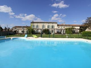 Font Remy with 2 acres of walled garden and huge heated pool
