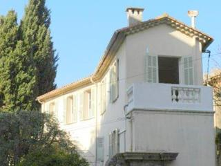 JdV Holidays Maison Oranger, charming old townhouse in the centre of Le Cannet