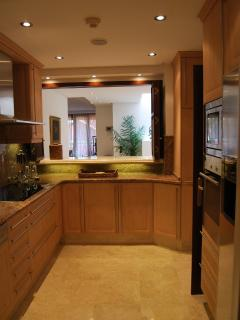 Kitchen fully equipped top range appliances