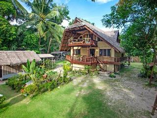 Our native style house can comfortably accommodate 6 or up to 8 persons if required.