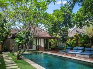 K02 3BDR+Pool+Staff+Near Beach, Seminyak