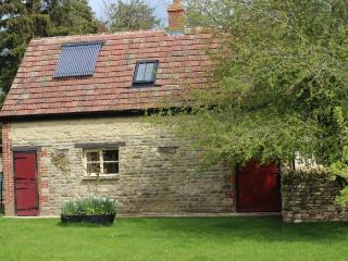 Charming 2 bedroom Cottage with private garden on farm near Oxford