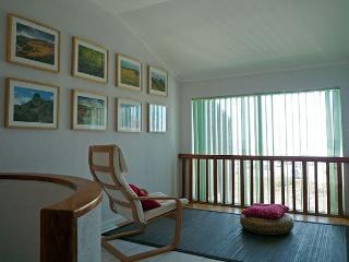 Casa tranquila e espaçosa, com praia a 2mins e montanha