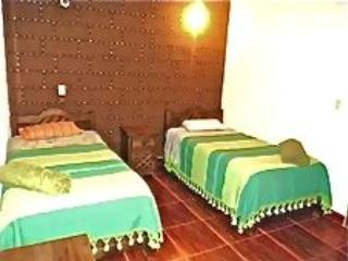 Colonial 2 bedroom Apartment close to  fruit Market, San Cristobal de las Casas