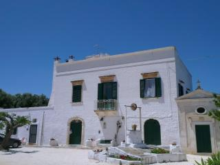 Authentic Puglian masseria between Ostuni and sea