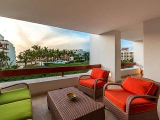Casa de Sonrisas (6200) - Great Ocean Views, Vibrant Decor, Beachfront, Cozumel