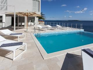 Villa Roca new modern villa for 12 - beach front, Island of Vis