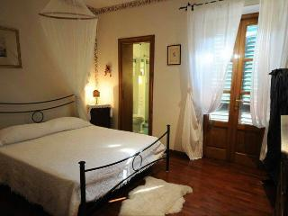 Comfy double room in Tuscan B&B, Viareggio