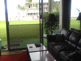 Condo on the beach, Waianae