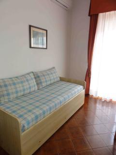 Camera con divano letto a 2 posti
