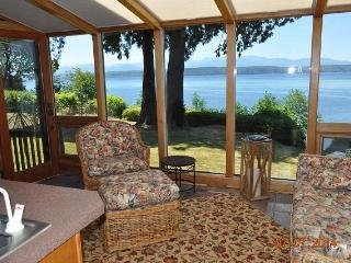 Hood Canal Waterfront Executive Lodge Home, Poulsbo
