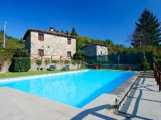 Affordable Tuscan Farmhouse with private Pool, Camporgiano