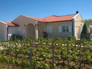 Villa Miljevci, Skradin