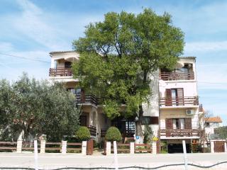 Large terrace apartment in Sv.Filip i Jakov, Sveti Filip i Jakov
