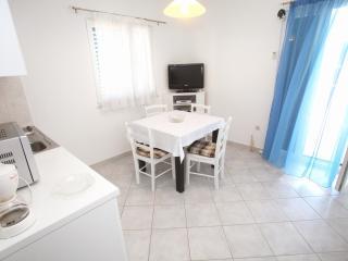 Apartment White 2, Slatine