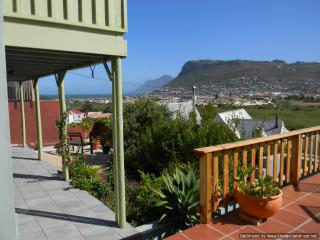 Magic Maison Mosaic Villa with sea views, Fish Hoek