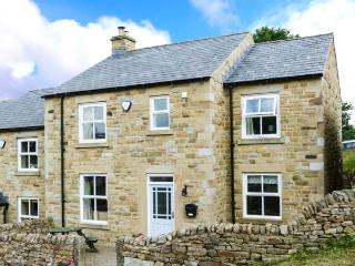1 SPRINGWATER VIEW, pet-friendly, en-suite facilities, WiFi, woodburner, enclosed garden in Mickleton, Ref. 914093