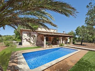 GREAT MALLORCAN STYLE VILLA WITH MOUNTAIN VIEWS AND PRIVATE SWIMMING POOL
