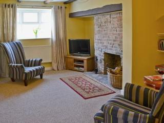 Cherry Blossom Cottage with wood burning hot tub, Sedgefield