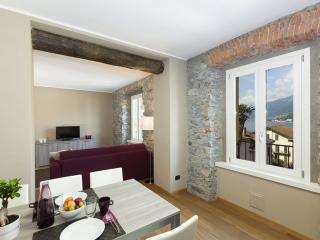 RENZO 2BR-modern in old city center by KlabHouse, Bellagio