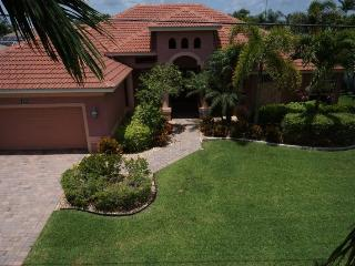 The Vineyard - Cape Coral 3b/3ba deluxe home w/electric heated pool/spa, gulf access canal, HSW Internet, Boat Dock and large fire pit in pool area