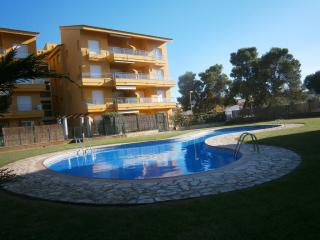Apartment with private garden + common pool at LEscala (empuries)