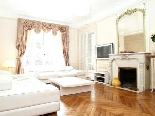 15. LUXURIOUS 3BR - LATIN QUARTER - NOTRE DAME