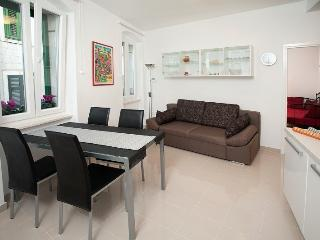 SPLIT  , Downtown , 2 rooms  APARTMENT, Split