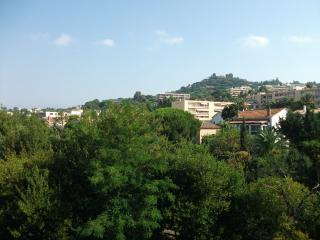 Cannes la Bocca studio avec piscine 100m de la mer