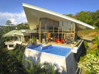 Casa de las Cascadas: 4BR Modern Home w/ 2 Pools!, Manuel Antonio National Park