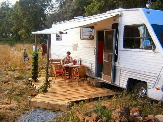 Ranchhouse on wheels, Sao Teotonio