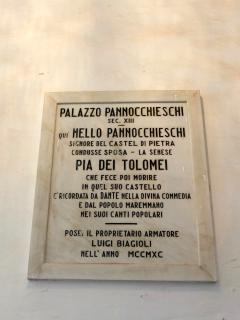 In Palazzo Pannocchieschi nel 1200 visse Pia dei Tolomei, ricordata da Dante nella Divina Commedia