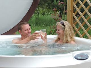 Emerse yourselves in the indulgent jacuzzi hot-tubs.