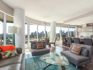 2 Bed 2 Bath +Office Luxury Condo - Stunning View