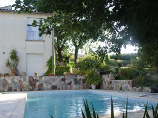 villa de charme entourée de grands chênes blancs, Vauvert
