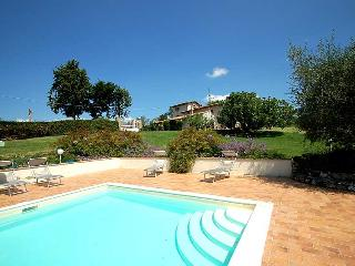 Detached villa with private pool 80 km from Rome. 4 bedrooms. 9+3 sleeps