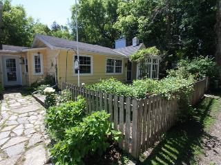 La Casa de La Playa cottage (#884), Kincardine