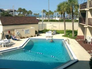 wake up to sunrise,beach  / pool view quiet  Condo