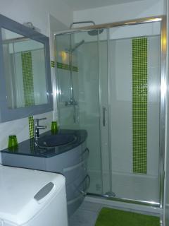 douche 90x120 Salle d'eau récente