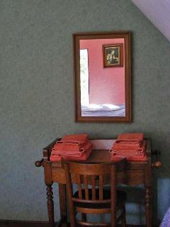 Antique washstand in La Chambre des Abricots