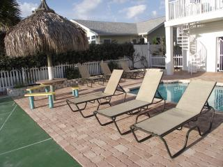 Sand Isle, Indian Rocks Beach HIGHLY RATED AND UPGRADED CONDO. Steps to beach!