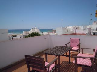 Conil centro. Casa de tres plantas en la playa