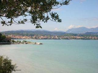 bilocale in residence con piscina, Desenzano del Garda