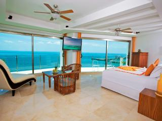 Casa Delfines - Private Luxury, Exclusive Service, Isla Mujeres