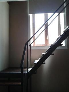 Appartamento n.2 scala che conduce al piano soppalcato